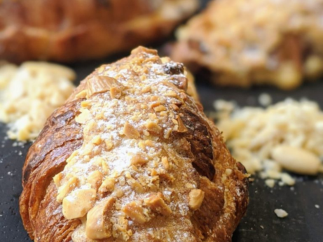 mandlový croissant
